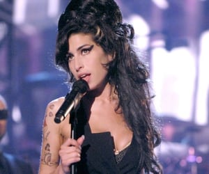 Amy Winehouse, back to black, and singer image