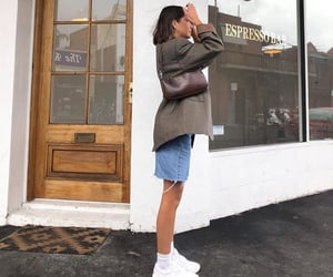short brown hair, white sneakers, and fashionista fashionable image