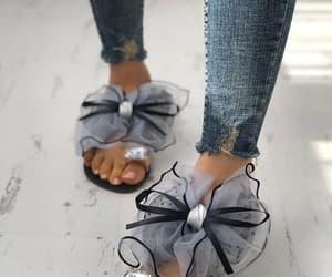 zapatos, sandalias, and tacones image