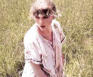 Taylor Swift, folklore, and black and white image