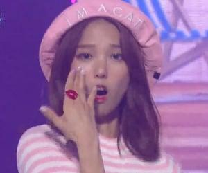beret, kpop, and pink image
