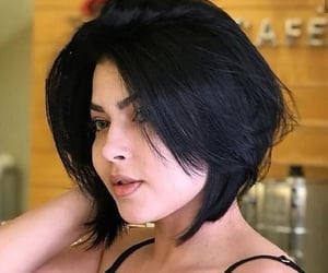 short bob hair cut image