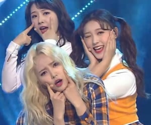 haseul, jinsoul, and loona image
