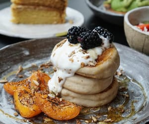 blackberry, breakfast, and peach image