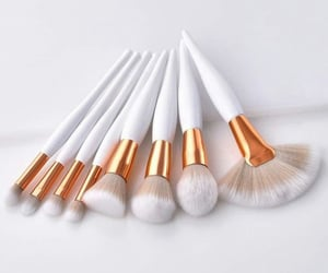 Brushes, make up, and brochas image