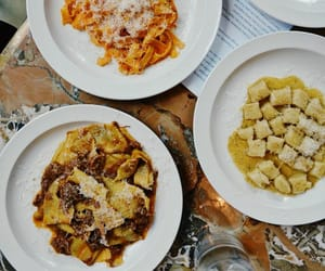 Photo by Emma Louise Pudge in Padella Shoreditch with @tobieannaclare, @munchies, @jennypolhill, @londontheinside, @boroughmarket, @ldncheapeats, @padella_pasta, @evening.standard, @eaterlondon, and @insider__food. Image may contain: food