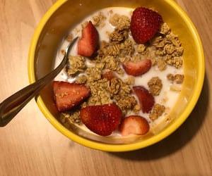 breakfast, cereal, and fruit image