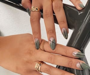 nails and greengr image