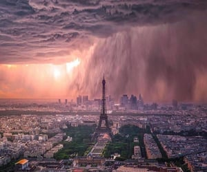 Storm above Paris by @shavnore ⠀