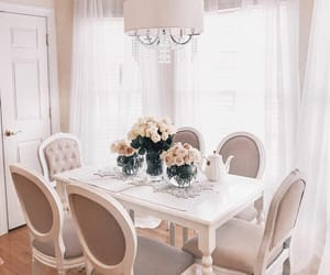beige, Blanc, and Fleurs image