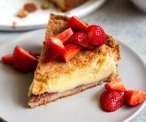 cake, strawberry, and basque burnt cheesecake image