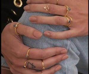 dorado, accesorios, and anillos image
