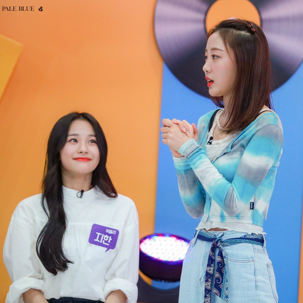 article and loona image