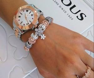 reloj, anillo, and accesorio image