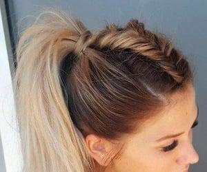 Peinado simple pero elegante. Como hacerlo?     Copia este link:  https://youtu.be/XhP2IASWPmk