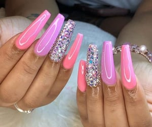 nail tech and besowave image