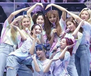 Twice ONLINE CONCERT Beyond Live - Twice World in a day