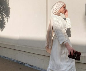 hijab, street chic, and modesty image