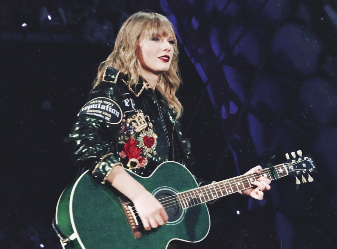 article, Taylor Swift, and Queen image