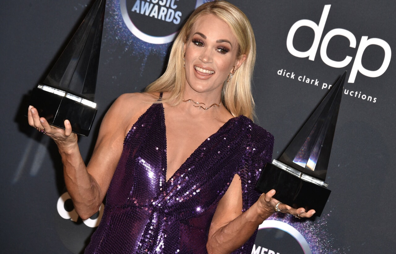 article and carrieunderwood image
