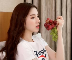aesthetic, loona, and grapes image