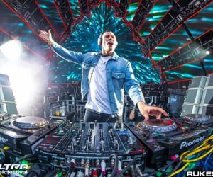 tiesto, electronic dance music, and vintage culture image