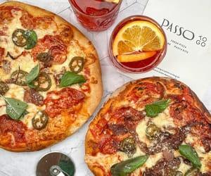 garlic, pizza, and tomato image