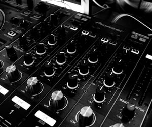 aesthetic, musique, and black and white image