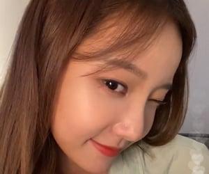 lq, yeonwoo, and momoland image