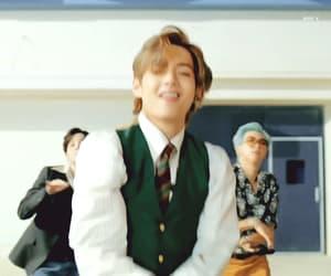 kpop, taehyung, and gif image