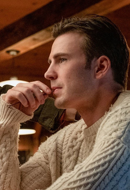 chris evans and knives out image