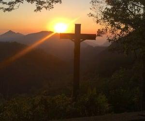 atardecer, católica, and montaña image