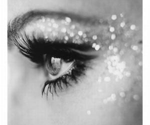 eye and glitter image