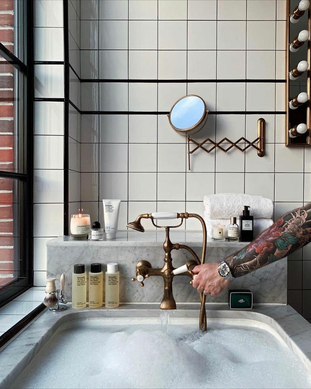 bath time, bubble bath, and comfy image