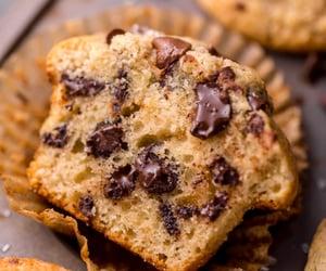 chocolate, chocolate chips, and cupcake image