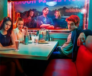 serial, archie andrews, and riverdale image