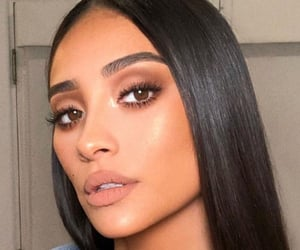 shay mitchell, makeup, and beauty image