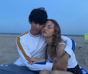 couple and iris apatow image