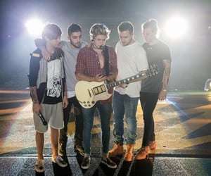 article, 1d, and zayn image
