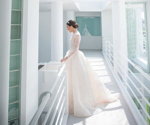 bridal, designer, and Monique Lhuillier image