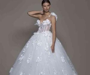 vestidos de novia, corte princesa, and blanco image