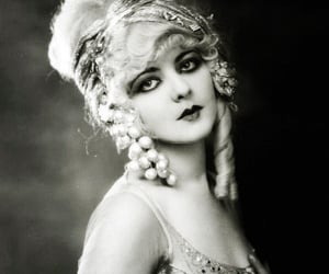 vintage, beauty, and black and white image