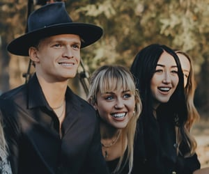 miley cyrus, noah cyrus, and cody simpson image