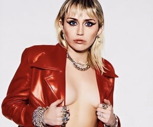 miley cyrus, red aesthetic, and bombshell image