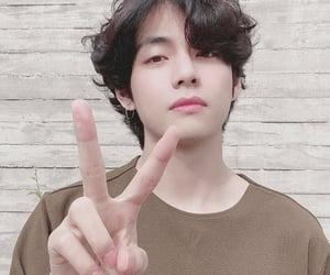 boy, v, and kim taehyung image