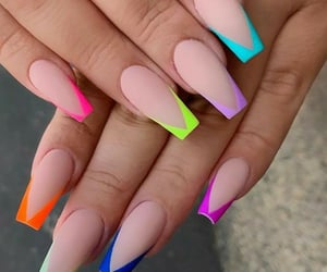 nails and acrílico image