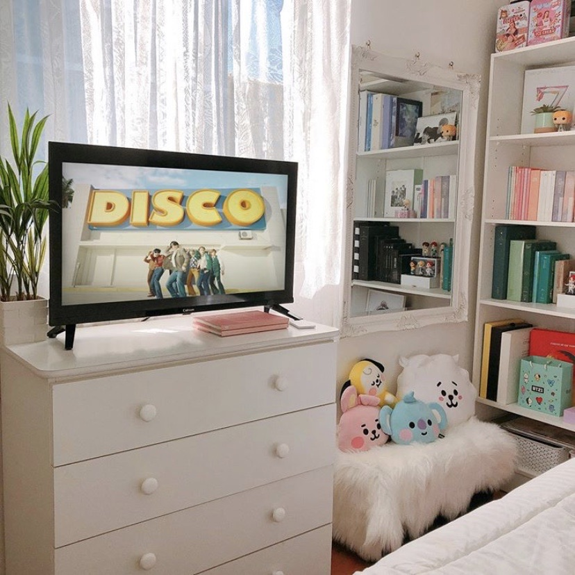 90 Images About Kpop Room Aesthetic On We Heart It See More About Kpop Aesthetic And Room