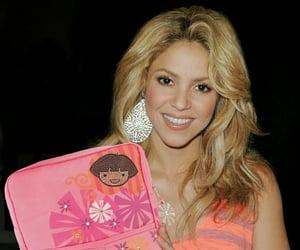2010, celebrity, and shakira image