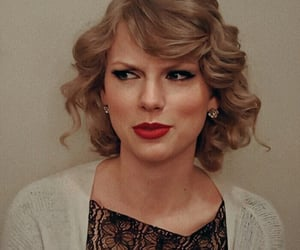 Taylor Swift and boutiqueswifts image