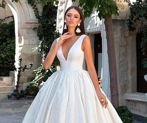 blanco, vestidos de novia, and estilo princesa image